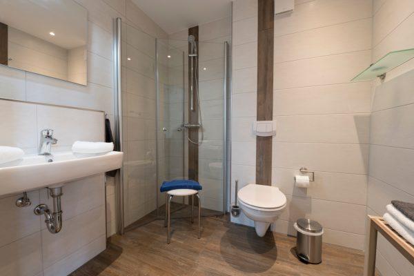 Badezimmer der Ferienwohnung Landhaus am See in Neuensien auf Rügen