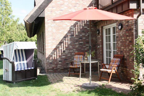 Ferienwohnung mit Sitzecke auf der Terrasse in Neuensien auf der Insel Rügen