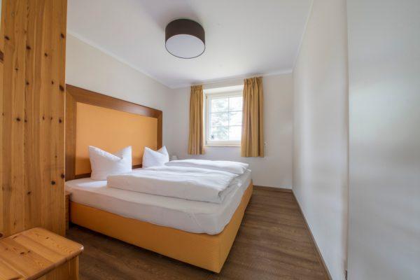 Schlafzimmer der Ferienwohnung Landhaus am See in Neuensien auf Rügen